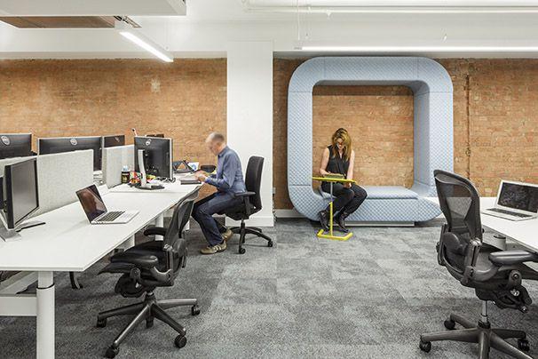 <b>上海办公室装修的时候如何选购办公家具</b>