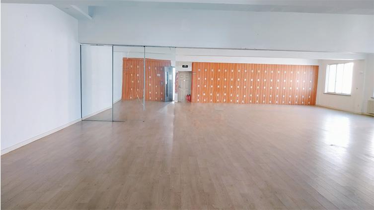 <b>上海时尚园389平米</b>